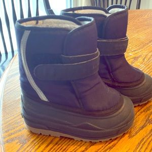 L.L.Bean snow boots- toddler size 8 (Navy Blue)